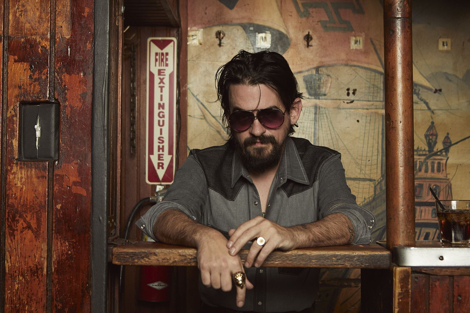 SHOOTER_JENNINGS_SHOT_02_076